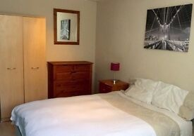 Double room available to rent now