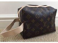 New Louis Vuitton ladies Make-up bag / Men's wash bag - CAN POST