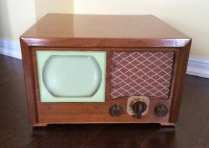 Vintage 1948 Admiral Model 19A15 Table Top Maplewood TV