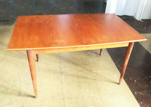 Table diner teck scandinave -MID-CENTURY Scandinavian TEAK TABLE