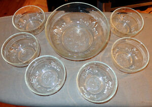 Glass set for fruit salad/Service en verre pour salade de fruits