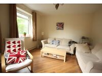 Bright double room in a clean 3-bed flat in Kingston