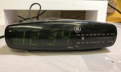General Electric Green LED Digital AM/FM Radio Alarm Clock Model NO. 7-4836B