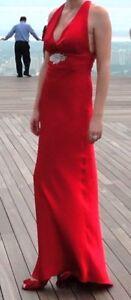 Robe longue, soirée, bal, mariage. Satin rouge