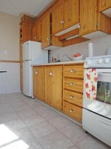 Parkwood / 3 BR / $825 /On Bus Route / H + HW/