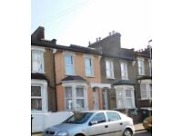 One Bedroom Flat with Large Rooms in modern bright Victorian House