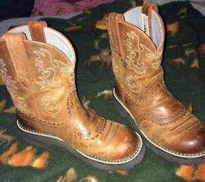 Womens size 6 Ariats