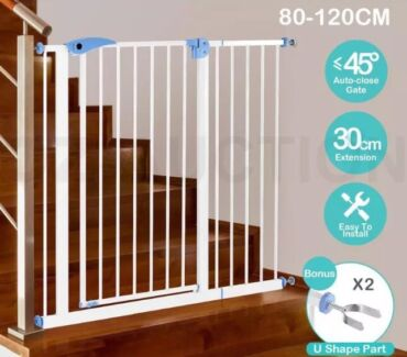 Pet/Child safety gate with extension-Brand new