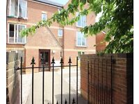 Spacious and bright 1st floor 2 bedroom flat, recently redecorated, great link to city centre