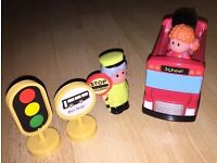Happyland bus & figures - New