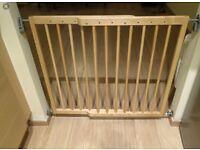Lindam wall mounted stair gate
