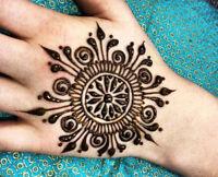 Henna / Mahendi tattoo artist.