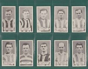 NOSTALGIA CLASSICS - SET OF 50 - LACEY'S  CHEWING  GUM  ' FOOTBALLERS ' CARDS