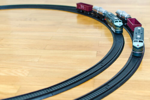 How to Buy an OO Scale Model Train