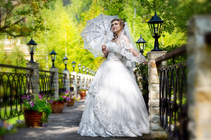 How to Buy Antique Wedding Dresses