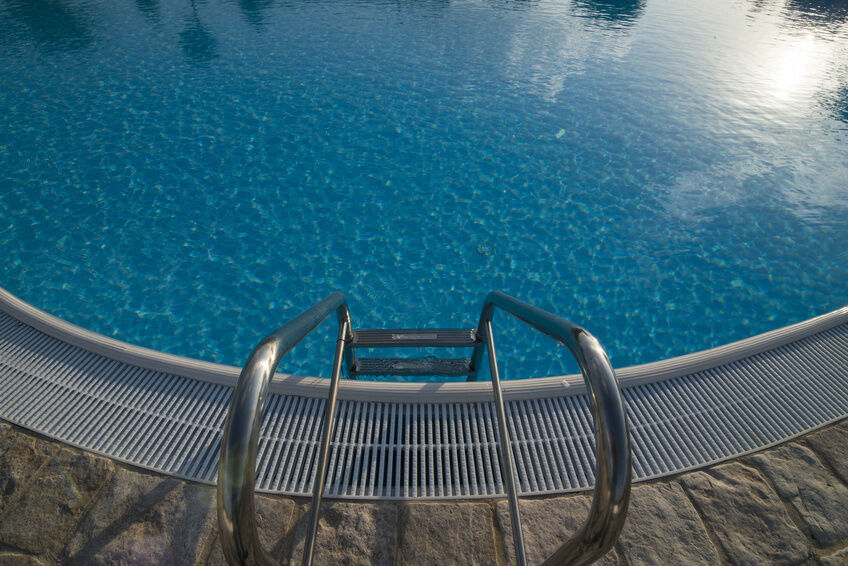 How to install a swimming pool ladder for Installing swimming pool