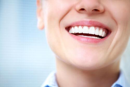 Hollywood-Lächeln: Mit diesen Produkten strahlen Ihre Zähne