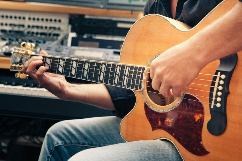 What to Look for When Buying a Used Left-Handed Guitar