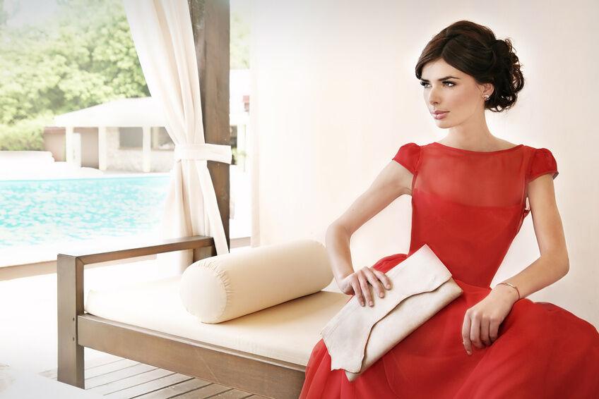 Zarter Stoff für edle Damenbekleidung - die Besonderheiten von Kleidungsstücken aus Chiffon