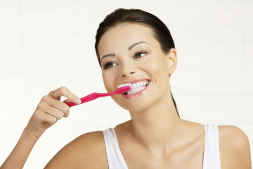 How to Safely Whiten Your Teeth