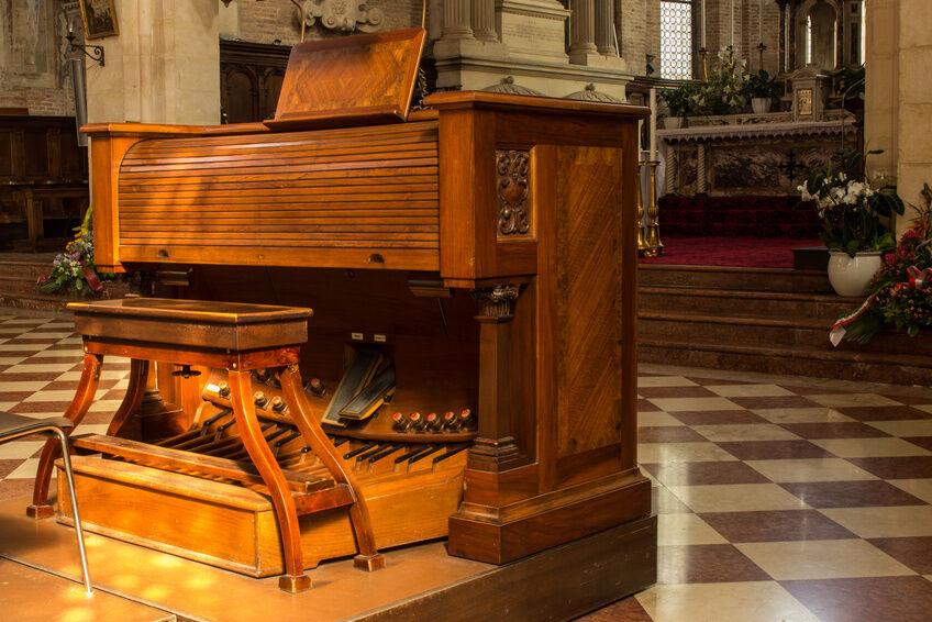 Wie viel kostet die Anschaffung und Wartung einer Orgel?
