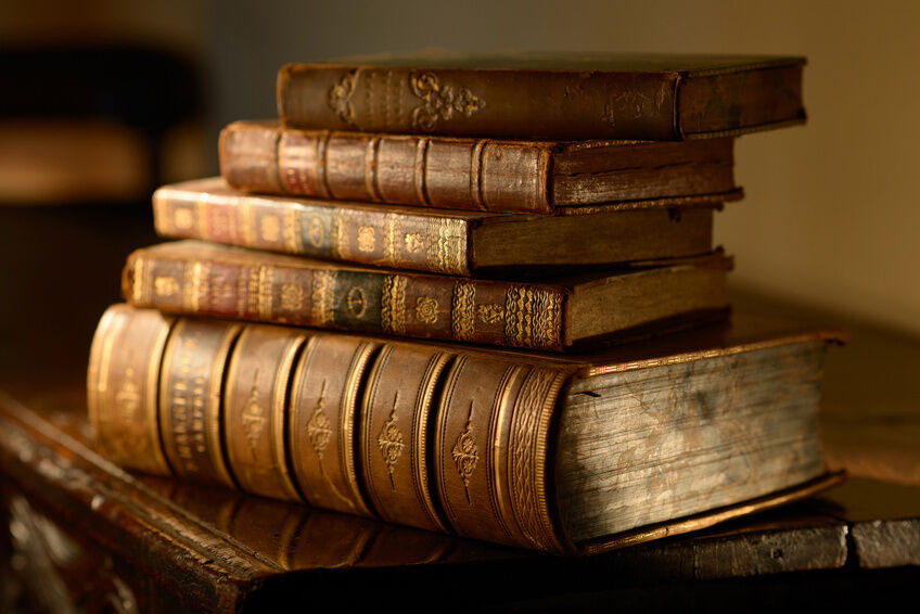 How to Find Antique Books to Decorate Your Home