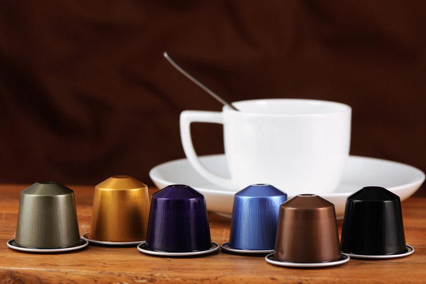schmuck statt m ll basteln mit leeren nespresso kapseln. Black Bedroom Furniture Sets. Home Design Ideas
