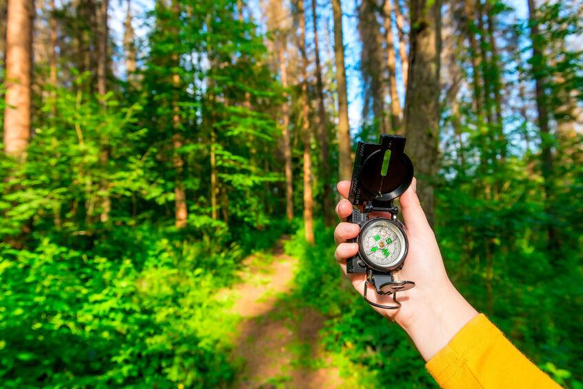 Kompass, LED-Taschenlampe, Taschenmesser: Das brauchen Sie für Ihren Abenteuerurlaub