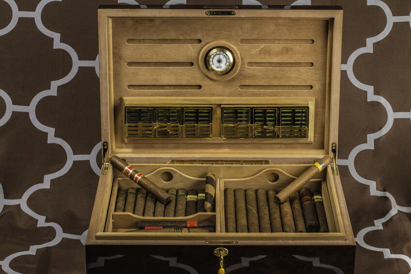 How to Select the Right Cigar Humidor for Your Cigars