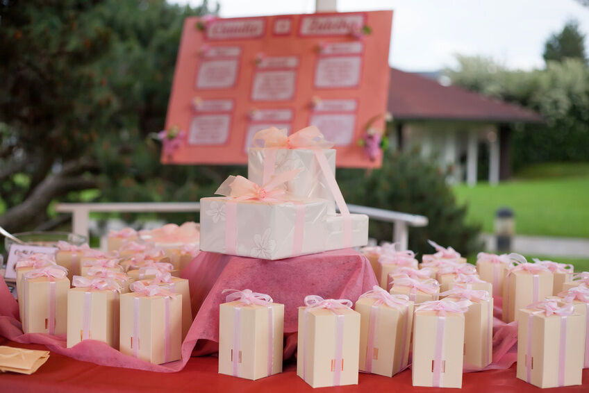 The Complete Guide to Wedding Favours