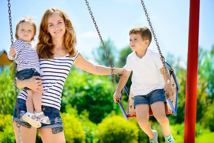 Your Guide to Choosing a Children's Swing Set for Your Garden