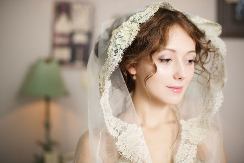 How to Buy Antique Wedding Veils
