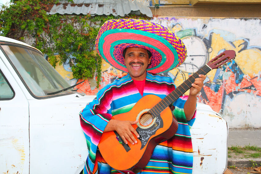 What to Wear With a Poncho for a Mexican Costume