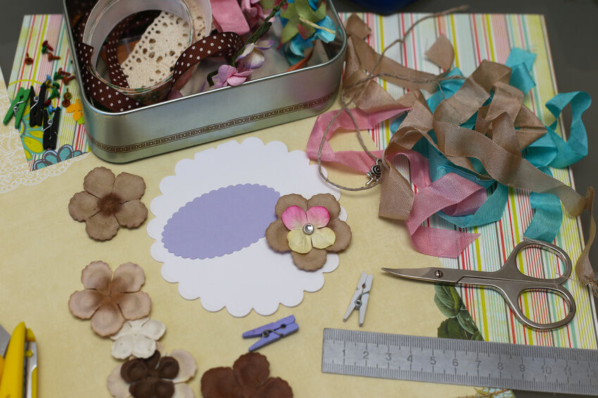 Creative Ways to Decorate Oval Aperture Cards