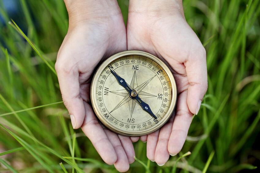 Geschenkidee für Hobby-Seefahrer: ein antiker Kompass
