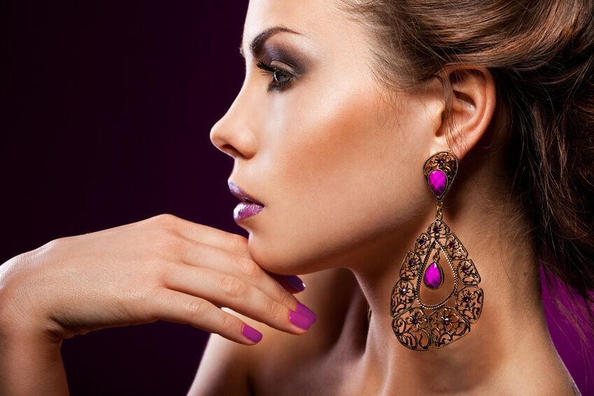 How to Wear Chandelier Earrings
