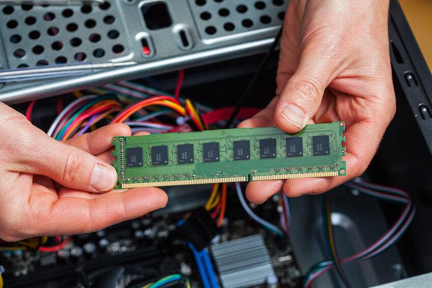 Mehr Arbeitsspeicher: So bauen Sie RAM-DDR-Module in Ihren Rechner ein
