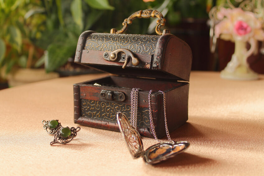 How to Buy an Antique Jewellery Box