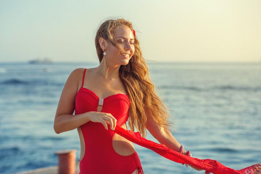 Bunt und bunter: farbenfrohe Badeanzüge sind im Trend