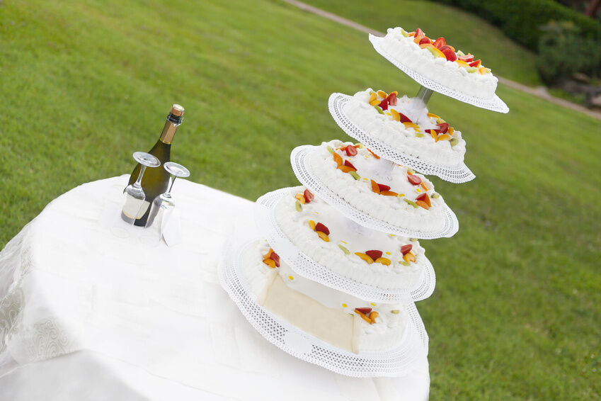 How to Buy a Wedding Cake Stand