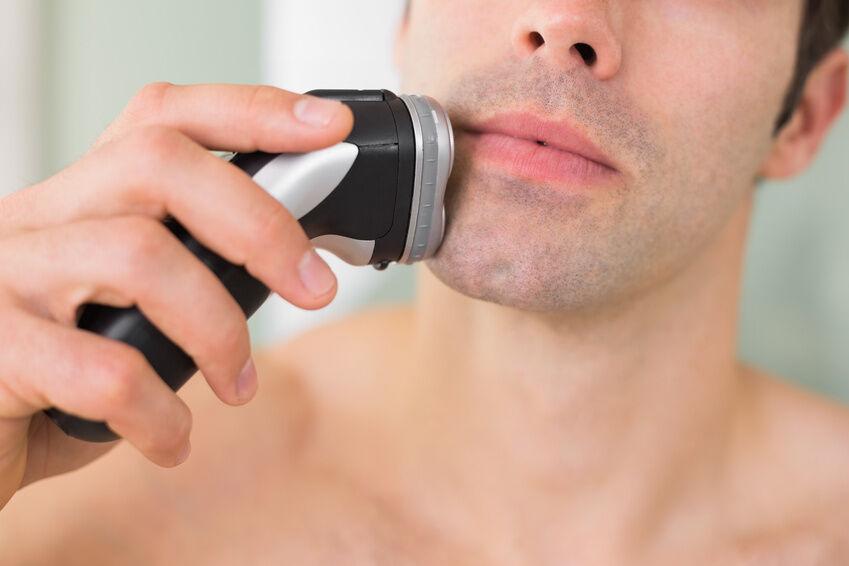 Voller Akku, saubere Klingen: Tipps zur Pflege eines Bartschneider-Geräts