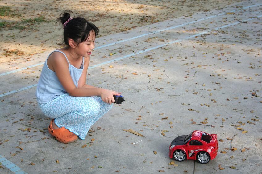 Modellauto-Tuning: So bauen Sie den Verbrenner in die Karosserie ein