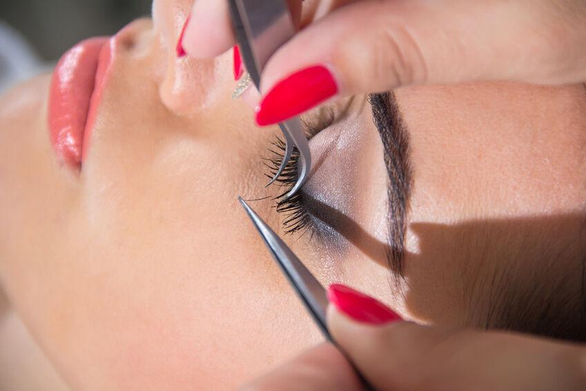 How to Choose False Eyelashes that Flatter Your Face
