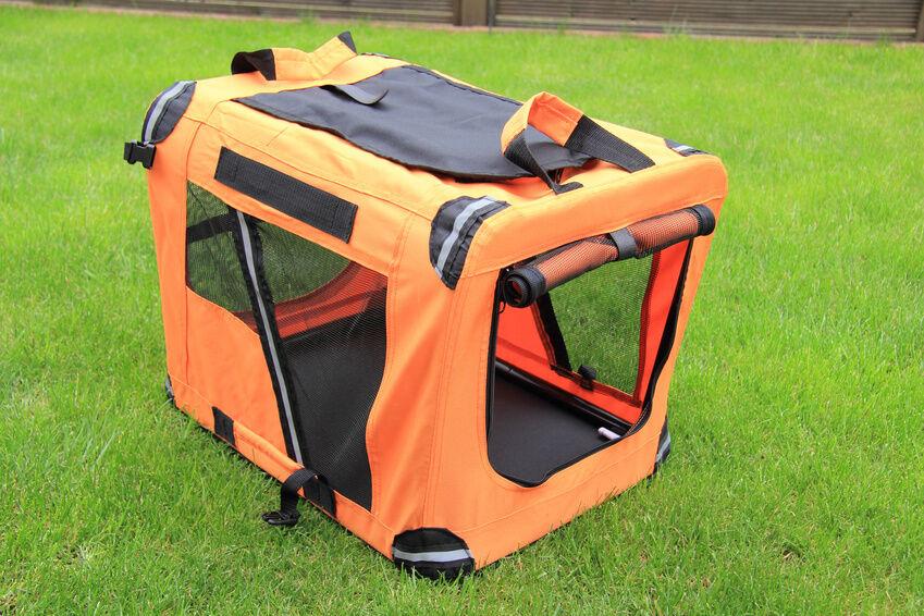 welche hundebox oder transporttasche eignet sich am besten f r flugreisen ebay. Black Bedroom Furniture Sets. Home Design Ideas