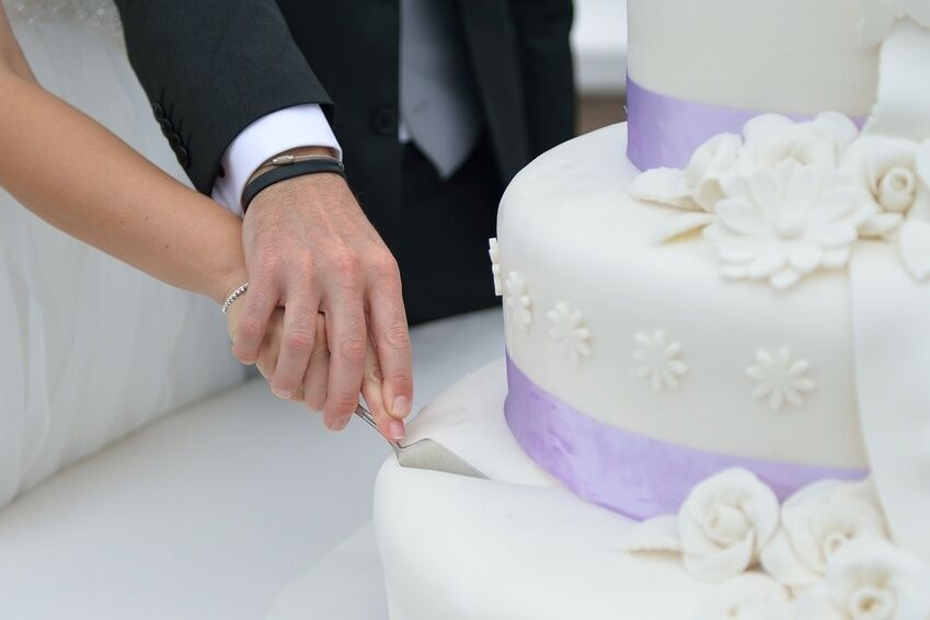 Wedding Cake Knife Buying Guide