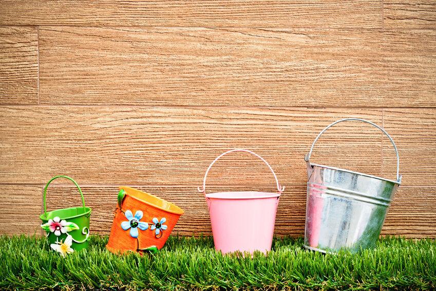 3 Tipps wie Sie mit Eimern Garten und Terrasse dekorieren können