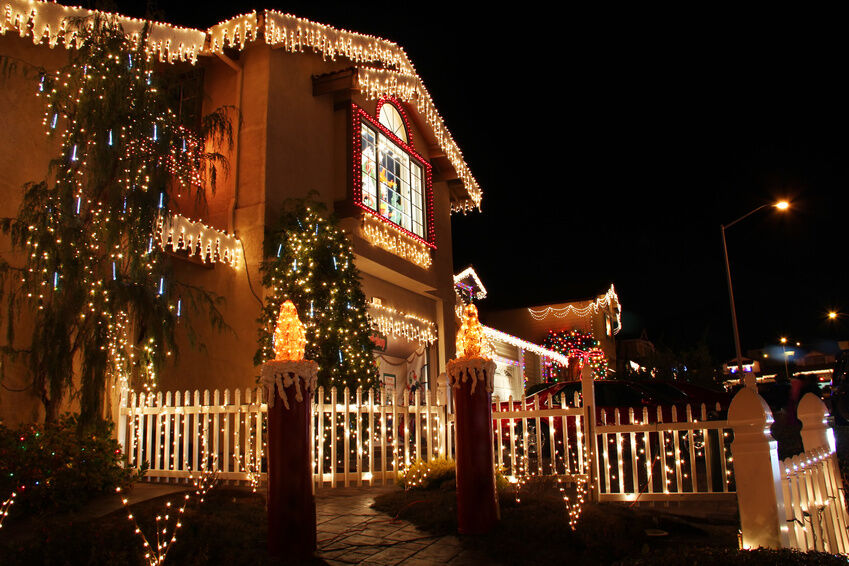 easiest ways to install christmas lights on your home - Install Christmas Lights