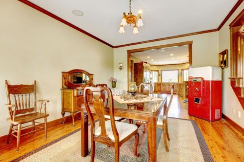 Your Guide to Buying an Antique Kitchen Table and Chairs