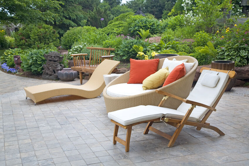 How to Choose Outdoor Furniture Materials