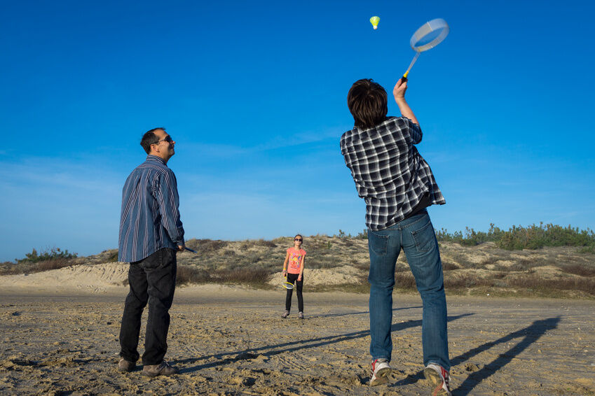 Heißes Match am Strand: Badminton-Ausrüstung für den Urlaub